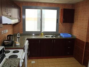 TIME Topaz Hotel Apartment Dubai - Kitchen