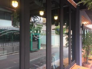 The neighbor hoot hostel & cafe