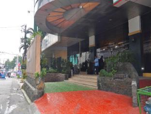 Eurotel North Edsa Hotel Manila - Entrance