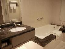 Fortune Hiya Hotel: bathroom