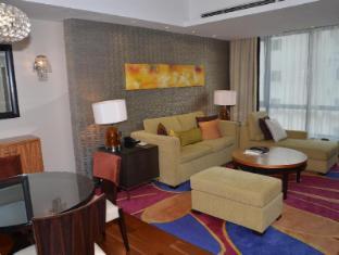The Sandalwood Beijing Marriott Executive Apartments Beijing - One bedroom living room towards North