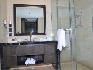 The Sandalwood Beijing Marriott Executive Apartments Beijing - One bedroom bathroom