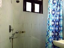 Hotel Sunrise: bathroom