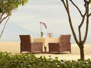 The Royal Santrian Luxury Beach Villas Bali - Lunch by the beach