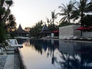 The Royal Santrian Luxury Beach Villas Bali - Main Pool