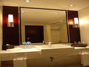 Oriental Bund Hotel Shanghai - Bathroom