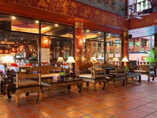 Royal Phawadee Village Patong Beach Hotel Phuket - avla