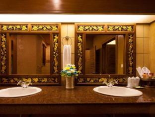 Royal Phawadee Village Patong Beach Hotel פוקט - חדר אמבטיה