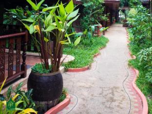 Royal Phawadee Village Patong Beach Hotel Phuket - okolica