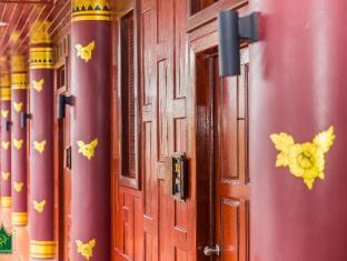 Royal Phawadee Village Patong Beach Hotel Phuket - Balkon/Terras