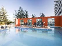 Mantra Broadbeach on the Park Hotel: swimming pool