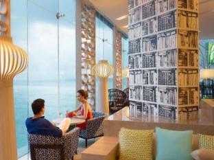 Holiday Inn Pattaya Phataja - Luksusa atpūtas telpa