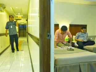 Fersal Hotel Annapolis, Cubao Manila - Exterior