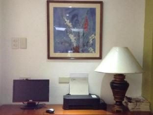 Fersal Hotel Annapolis, Cubao Manila - Business Center