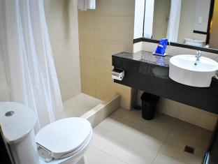 Fersal Hotel Neptune Makati Manila - Bathroom