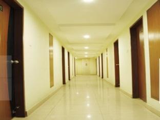 Central Tower Hotel Chennai - Corridor