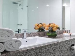 Hotel Grand Chancellor Adelaide on Hindley Adelaide - Bathroom