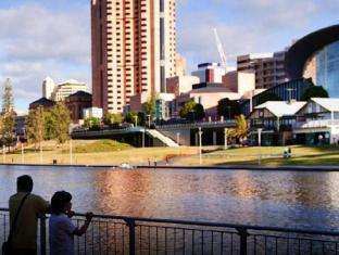 Hotel Grand Chancellor Adelaide on Hindley Adelaide - Adelaide Convention Centre
