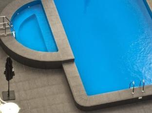 Hotel Grand Chancellor Adelaide on Hindley Adelaide - Outdoor Swimming Pool