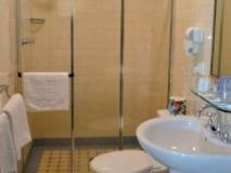Avonmore on The Park Boutique Hotel: bathroom