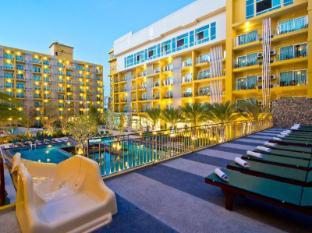 Bella Express Hotel Pattaya - Swimming Pool