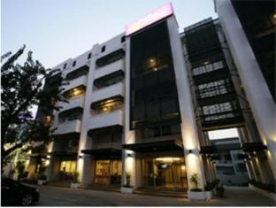 Chitra Suite & Spa Bangkok - Exterior