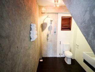 Villareal Heights Hotel Phuket - Bathroom