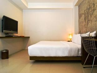 The Album Hotel Phuket - Hip with balcony standard queen size bed