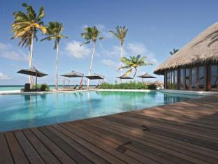 Constance Halaveli Maldives Islands - Swimming Pool