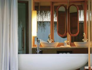 Constance Halaveli Maldives Islands - Water Villa - Bathroom