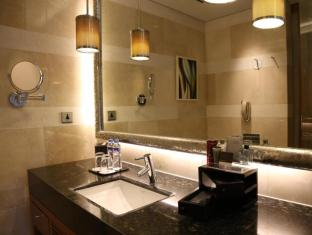 Marriott Hotel Manila Manila - over-sized bathrooms with an exclusive Thann amenities line appeal to most discerning guests