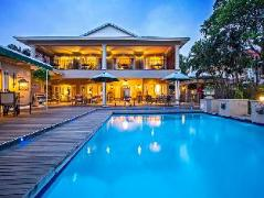 Three Cities Auberge Hollandaise Guest House | South Africa Budget Hotels