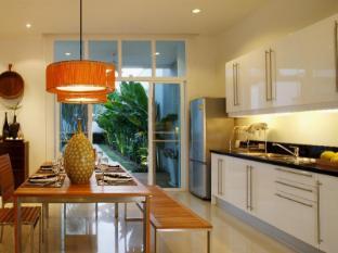 Two Villas Holiday Phuket: Oxygen Bang Tao Beach Phuket - Kitchen