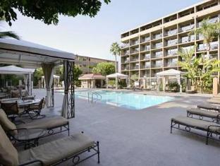 /howard-johnson-inn-fullerton-hotel-and-conference-center/hotel/fullerton-ca-us.html?asq=jGXBHFvRg5Z51Emf%2fbXG4w%3d%3d