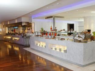 Media One Hotel Dubai - The MED Buffet