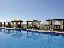 Radisson Blu Hotel Abu Dhabi Yas Island: swimming pool