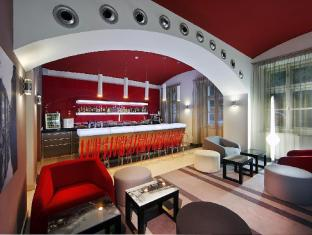 Red & Blue Design Hotel Prague Prag - Bar