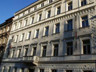Red & Blue Design Hotel Prague Prag - Hotel Aussenansicht