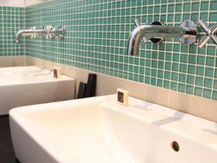 Red & Blue Design Hotel Prague Prague - Bathroom