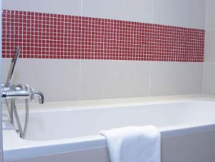 Red & Blue Design Hotel Prague Prag - Badezimmer