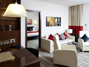 Staybridge Suites Yas Island Hotel Abu Dhabi - Suite Room