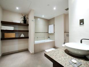 Staybridge Suites Yas Island Hotel Abu Dhabi - Bathroom