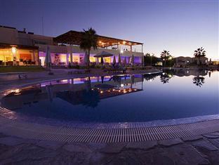 /theo-sunset-bay-holiday-village/hotel/paphos-cy.html?asq=vrkGgIUsL%2bbahMd1T3QaFc8vtOD6pz9C2Mlrix6aGww%3d