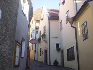 /u-namesti-at-the-town-square/hotel/cesky-krumlov-cz.html?asq=vrkGgIUsL%2bbahMd1T3QaFc8vtOD6pz9C2Mlrix6aGww%3d