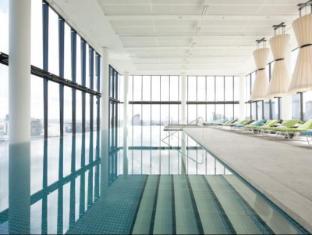 Crown Metropol Hotel Melbourne - Swimming Pool