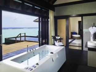 The Sun Siyam Iru Fushi Luxury Resort Maldives Islands - Bathroom with a view
