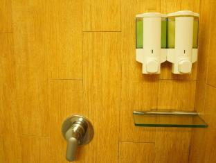 Noah's Ark Resort Hong Kong - Shower inside dormitory room
