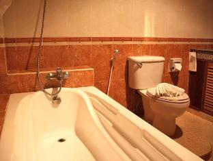 Manohra Cozy Resort Phuket - Bathroom