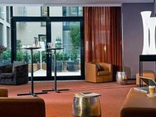 Adina Apartment Hotel Berlin Hauptbahnhof Берлин - Номер