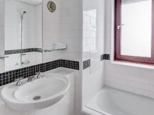 Regents Court Apartments Sydney - Bathroom
